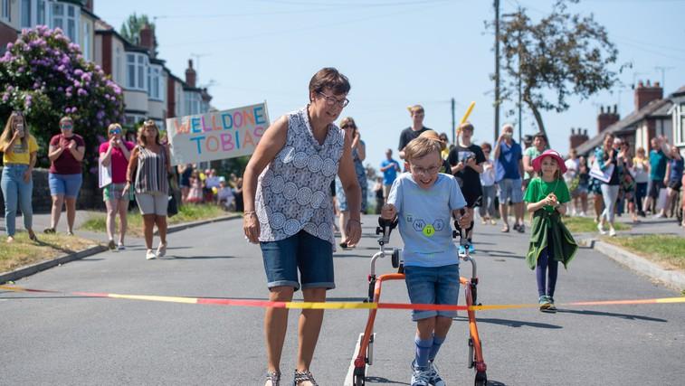 Za navdih: 9-letni Tobias s cerebralno paralizo zaključil svoj dobrodelni maraton! (foto: Profimedia)