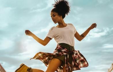 VIDEO: 30 minutna plesna koreografija, s katero pozabite, da telovadite (ja, tudi ples štejemo kot vadbo!)