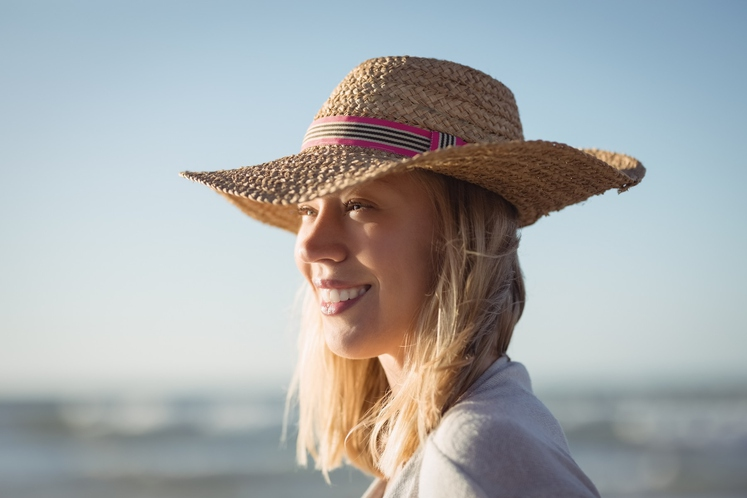 NE ZAŠČITITE SE PRED SONCEM Pravzaprav bi morali sončno kremo nositi skozi celo leto, kar bi pomagalo tudi proti staranju …