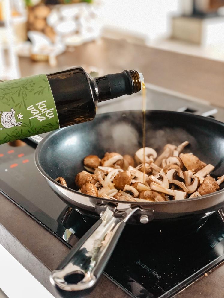 KUHANJE PRI VISOKIH TEMPERATURAH Pri tem gre za olje, ki ga uporabite pri kuhanju. Koruzno in sončnično olje lahko proizvedeta …