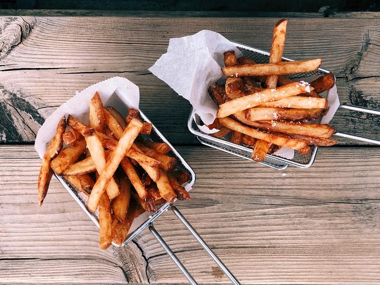 OCVRT KROMPIRČEK Verjetno z ocvrtim krompirčkom potešite lakoto in željo po slanem, vendar ocvrta in zelo slana hrana ni dobra …