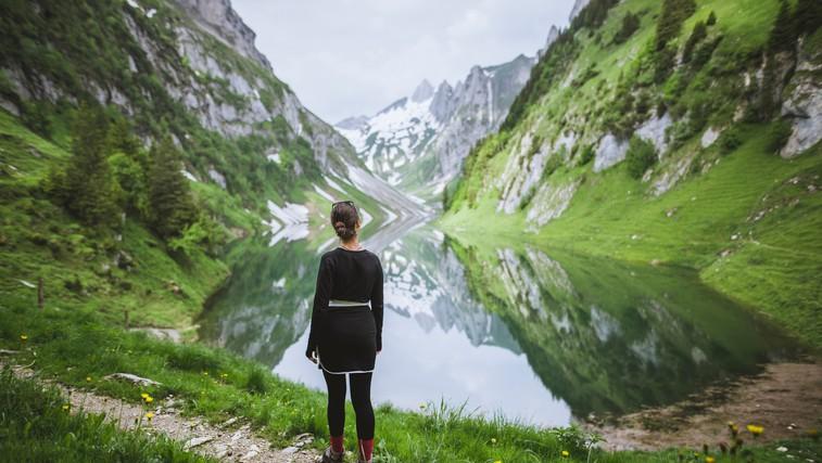 Zakaj tako radi čas preživljamo v naravi? (foto: Profimedia)