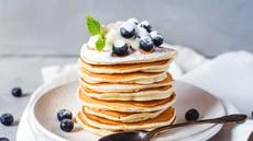 Recept za poletni posladek: Beljakovinske palačinke in beljakovinska ledena kava
