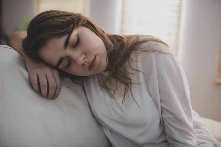 Utrujenost in občutek šibkosti Nacionalno združenje za multiplo sklerozo poroča, da 80 odstotkov ljudi v zgodnjih fazah občuti slabotne mišice, …