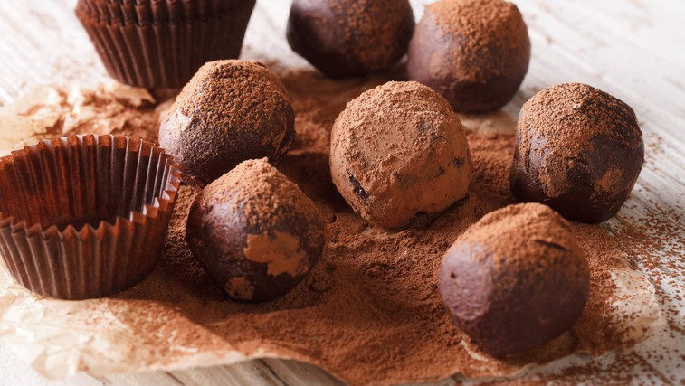Avokadove čokoladne kroglice - trufli (brez peke in pripravljeno v nekaj minutah) (foto: Profimedia)
