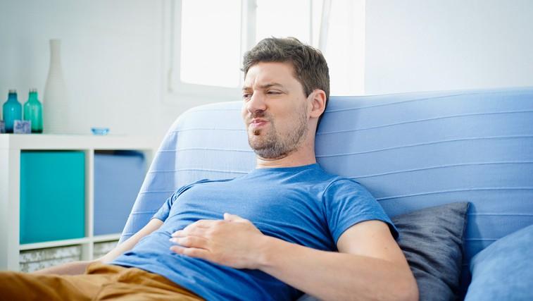8 preverjenih načinov, kako se hitro znebiti napihnjenosti (in kdaj bi vas moralo skrbeti) (foto: Profimedia)