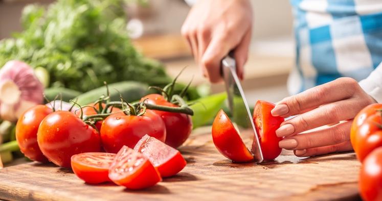 Obožujete paradižnik na vse načine - v solati, v juhi, na testeninah,... potem veliko naredite za svoje zdravje. Preberite, na …