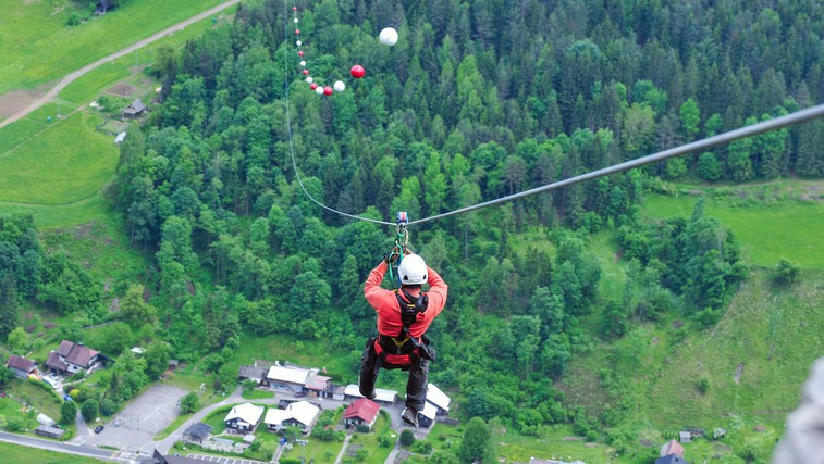 V Črni na Koroškem odprli najdaljšo jeklenico za spuste v Sloveniji! Minuta spusta in 120 km na uro (foto: Občina Črna na Koroškem)