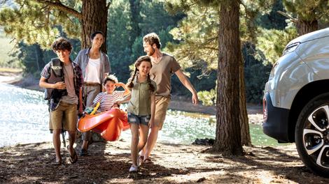 Kaj ne sme manjkati pri kampiranju v naravi?