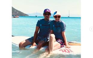 Aljoša in Iva Bagola sta se v Grčiji že drugo leto zapored vpisala v šolo surfanja