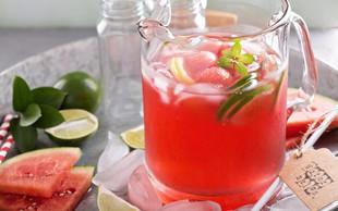 Doma pripravljene vode z okusom: 6 odličnih receptov (in dober razlog, zakaj bi jo morali piti vsak dan)