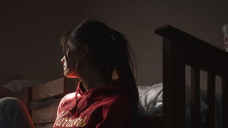 9 znakov depresije pri otrocih in mladostnikih, ki jih ne smete spregledati (foto: Sofia Garza | Pexels)