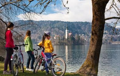 Na družinski kolesarski izlet (brez gneče) okoli Bleda