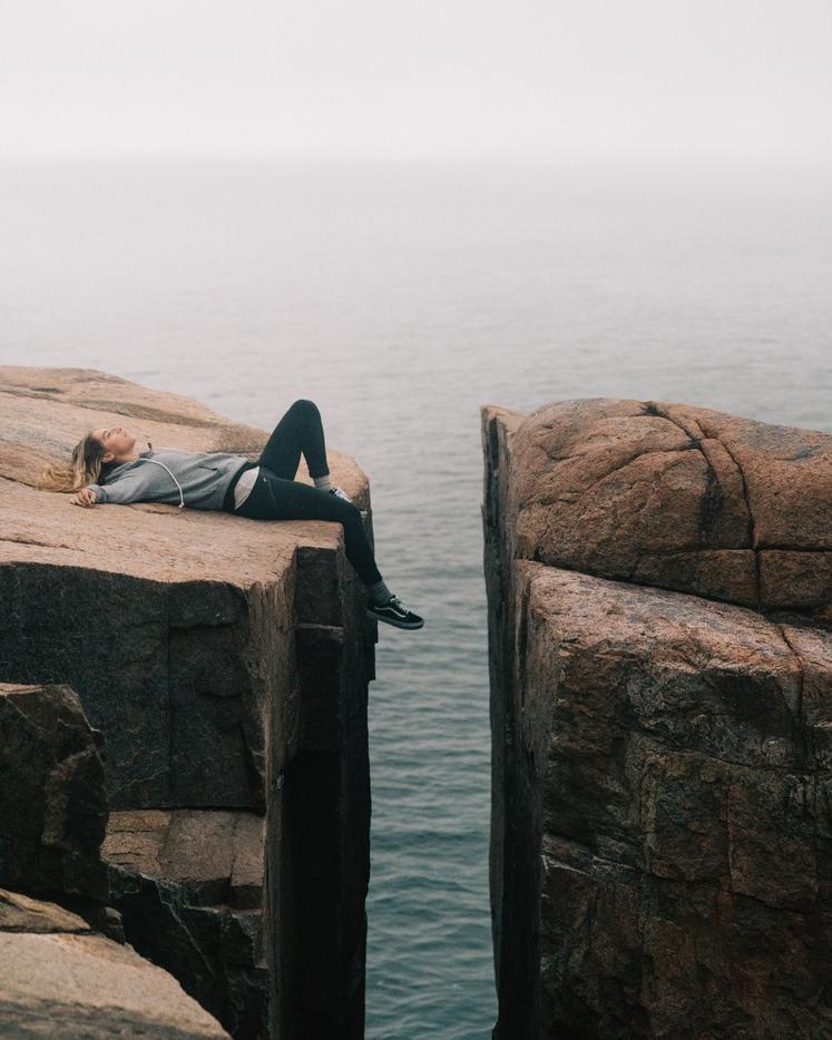 ČUSTVENA OTOPELOST Ne prikrade se sama od sebe, ampak gre za to, da sami želite prikriti to, kar čutite. Morda …