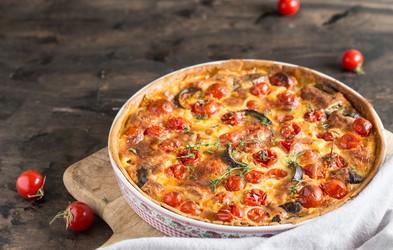 3 top recepti s paradižniki: italijanska omaka z baziliko, polnjeni paradižniki in mediteranska pita