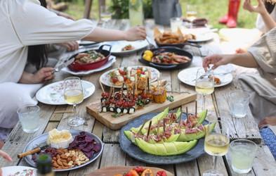Osvežen recept za to priljubljeno poletno prilogo, ki ne manjka na nobenem pikniku