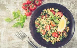 Malica za v službo: osvežilna čičerikina solata