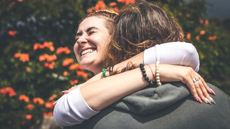 Kaj naredi življenje lepše in kaj nas v resnici osreči? Lekcije iz najdaljše raziskave o sreči (VIDEO) (foto: Artem Beliaikin | Unsplash)