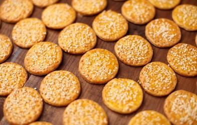 Sirovi piškotki, ki se jim ne boste mogli upreti (pripravljeni iz samo 3 sestavin in v manj kot 20 minutah)