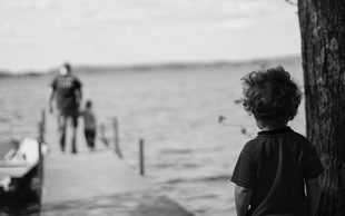 5 travm iz otroštva, ki lahko še danes vodijo vaše življenje