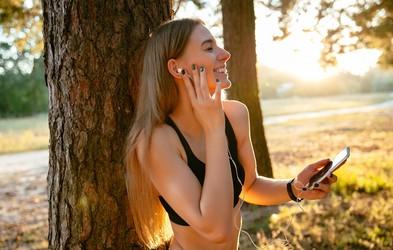 4 pozitivne posledice, ki jih ima glasba na vadbo
