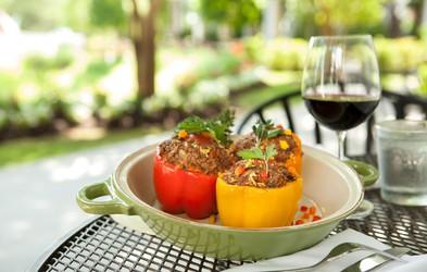 5 odličnih receptov s papriko, ki je trenutno  najbolj okusna, sočna in polna vitaminov