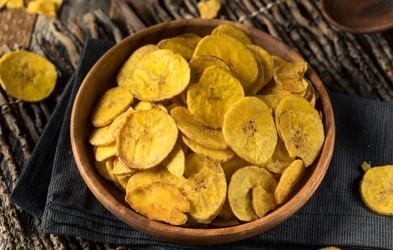 RECEPT: Bananin čips – v slani, sladki in pekoči različici