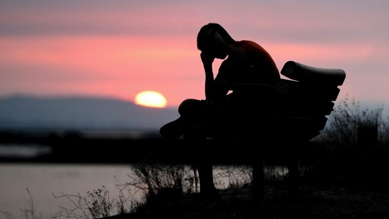 6 razlogov, zakaj depresivni ljudje ne prosijo za pomoč (foto: unsplash / Jude Beck)