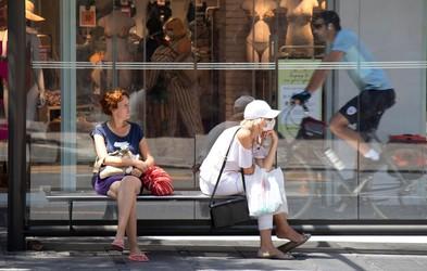 Tisti, ki nosijo zaščitne maske, zbolevajo za milejšimi oblikami covida-19!
