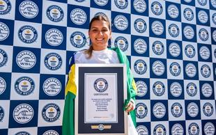 VIDEO: Poglejte, kako je Maya Gabeira ujela najvišji val v zgodovini deskanja! (In kateri zvezdnik je bil njen fant)