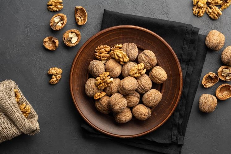 OREHI Orehi in oreščki na splošno so paketek energije in odličen prigrizek, ko ste pod stresom. Orehi imajo veliko za …