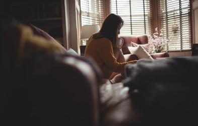 Kako ustvariti jutranjo rutino, ki bo umirila vaše misli (za vse, ki se soočate s tesnobo)