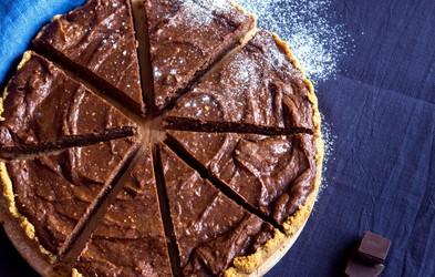 Recept: Čokoladna avokadova torta iz 5 sestavin (brez pečenja)