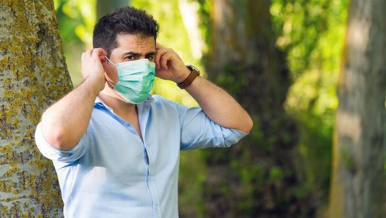 Kako pravilno odstraniti in varno odvreči zaščitno masko (preteči mora 72 ur!) (foto: Profimedia)