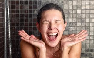 6 razlogov, zakaj je tuširanje z mrzlo vodo dobra navada (ne spreglejte točke 4!)