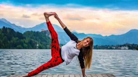 6 joga vaj za maščobo na hrbtu in bokih (s pogledom na Blejsko jezero)