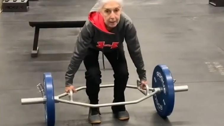 VIDEO: Spoznajte superfit Lauren Bruzzone – pri 73 letih trenira vsak dan, tako dviguje uteži … (foto: Instagram | Wesley T. James)