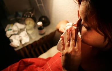 Obstaja simptom, po katerem boste lažje ločili med prehladom, gripo in covidom