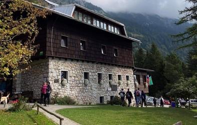Valvasorjev dom pod Stolom - družinam prijazna planinska koča, ki je vedno odprta