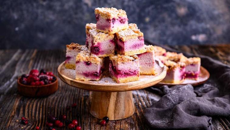 Jogurtova pita z gozdnimi sadeži (foto: profimedia)
