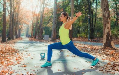 Tudi najbolj gibčni potrebujejo ogrevanje: poglejte, kaj jogistka doseže z ogrevanjem in brez (foto)