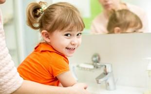 Raziskava dokazuje pomen umivanja rok: koronavirus na koži aktiven več ur, virus, ki povzroča gripo le dobro uro