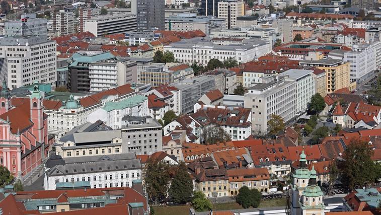 Ob taki gostoti, kot jo ima Ljubljana, bi imela Slovenija več kot 35 milijonov prebivalcev (+ nenavadna imena mest) (foto: profimedia)
