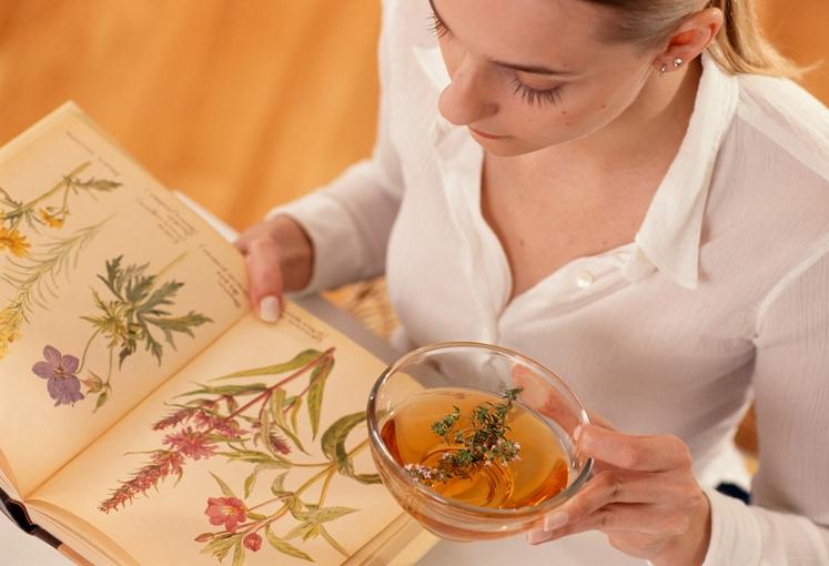 Ste danes že popili skodelico čaja? Naj vam pomagamo izbrati, kateri čaj je najbolj primeren za dobro počutje, mirne živce …