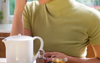 Domača zdravila, ki blažijo kašljanje in bolečine v grlu