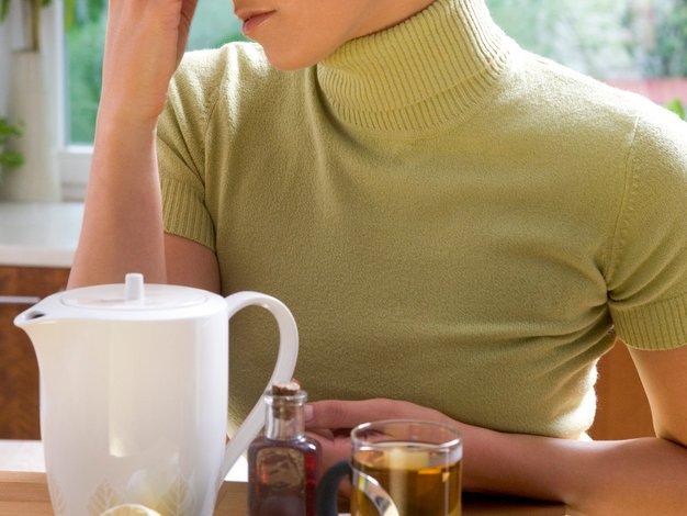 Domača zdravila, ki blažijo kašljanje in bolečine v grlu - Foto: Profimedia