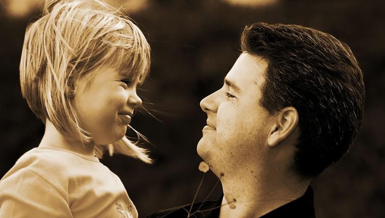 """""""Zaradi tebe sem spoznala, da si zaslužim boljšega moškega, kot si ti"""" (pismo očetu, ki me je zapustil) (foto: profimedia)"""