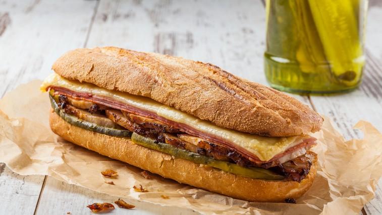 """Najbolj priljubljen sendvič v ZDA - slastni """"kubanec"""". Razvajajte otroke med šolo na domu (foto: profimedia)"""