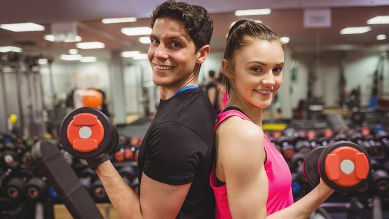 Če pri vadbi uporabljate uteži, se vam obetajo takšni rezultati (prepričamo tudi ženske) (foto: profimedia)