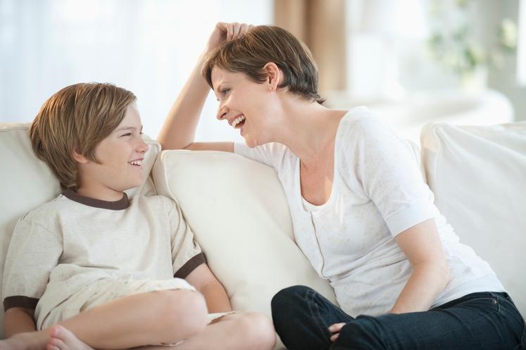 POZORNOST Otrok si želi vaše popolne pozornosti pri igri, ko mu pomagate pri nalogi, ko vam razlaga o prijateljih ... …